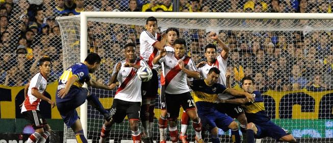Riquelme con Boca Juniors jugando contra River Plate