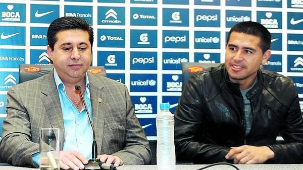 Angelici: un tiro por elevación a Riquelme y el futuro de Tevez