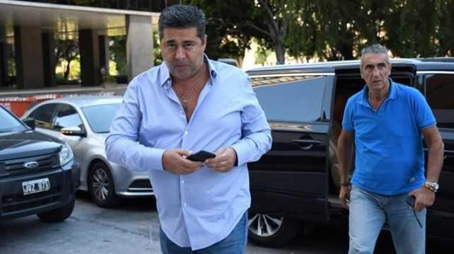 Angelici viajará para cerrar los refuerzos para Boca