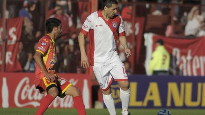 foto riquelme debut con argentinos 4