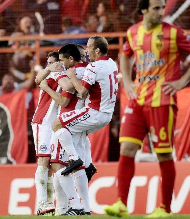 foto riquelme debut con argentinos 9