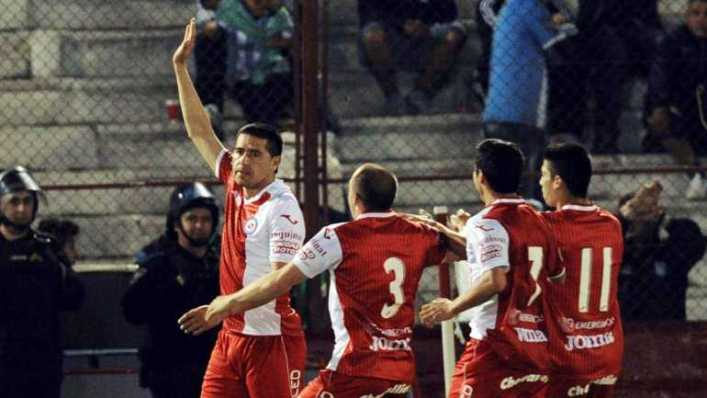 Con Riquelme, Argentinos busca un triunfo que lo acerque a Primera
