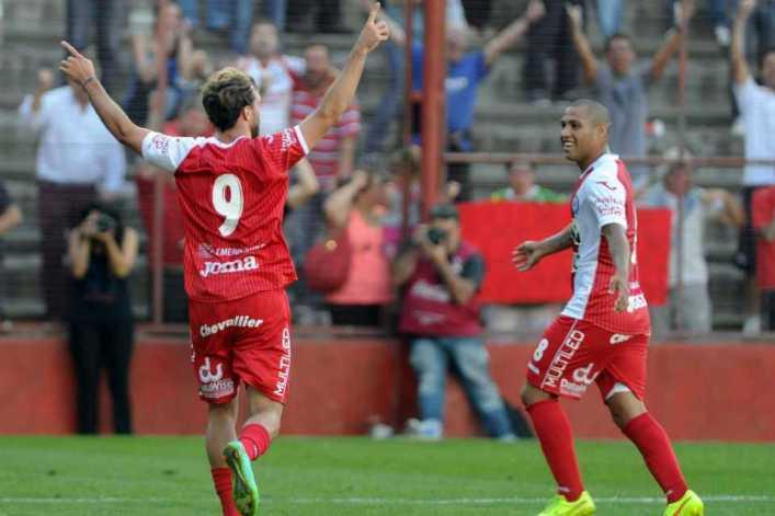 El Argentinos Juniors de Juan Román Riquelme volvió a ganar y quedó a tiro del ascenso