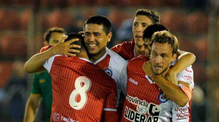 El Argentinos de Riquelme quedó a un paso del ascenso