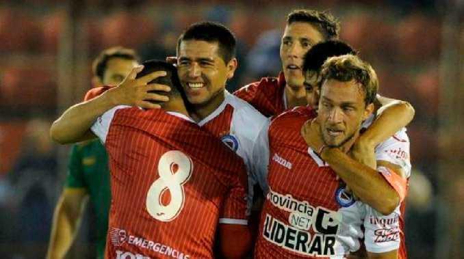 Argentinos y Juan Román Riquelme van por su retorno a la Primera División
