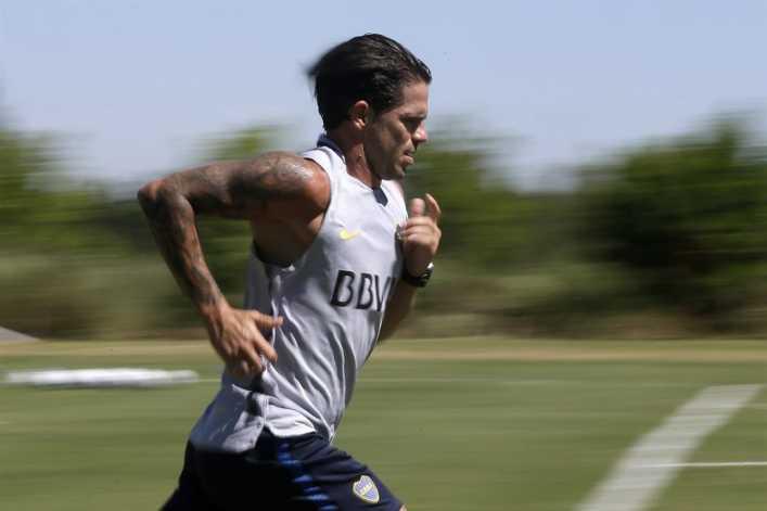 Boca sonríe: Fernando Gago ya toca la pelota