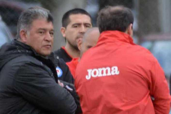 """La bronca de Claudio Borghi: """"Riquelme se lesiona como todo el mundo"""""""