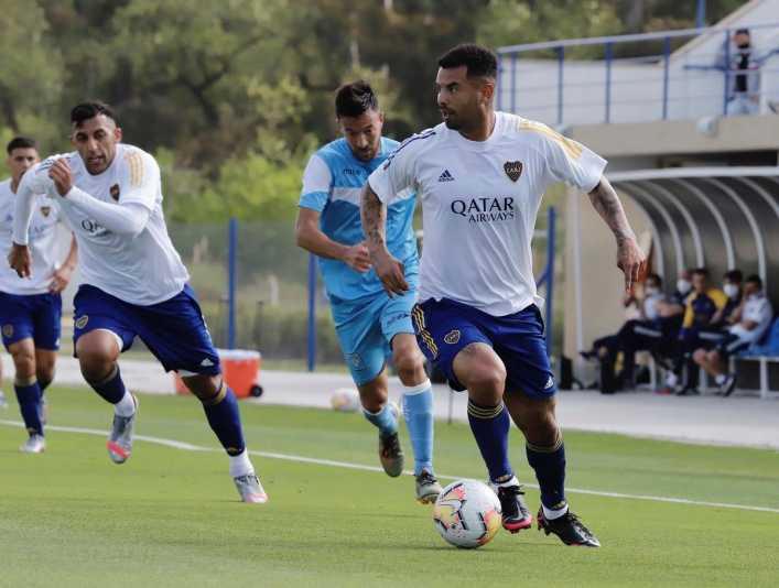 Cardona, titular en Boca y su posición a lo Riquelme