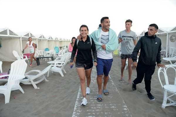 Carlitos Tevez y su familia en Mar del Plata