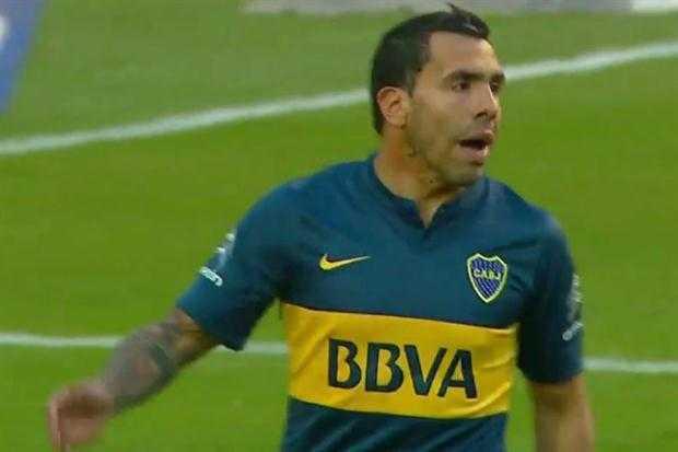 VIDEO: Carlos Tevez erró su segundo penal en forma consecutiva