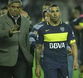 Carlos Tevez, un capitán que no logra marcar el rumbo