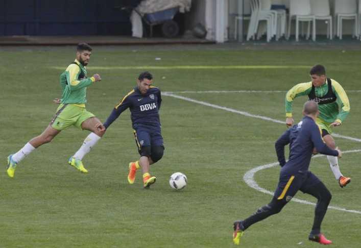 Carlos Tevez volvió al gol con Boca en un amistoso