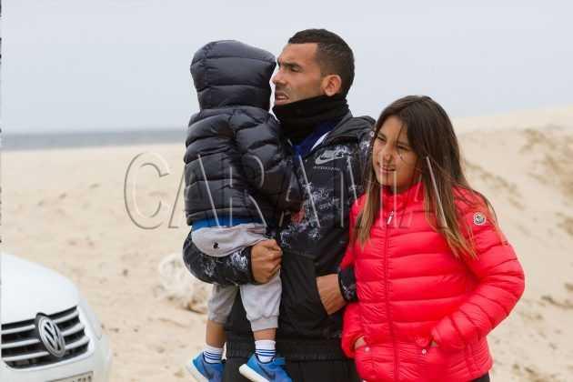 CARLOS TEVEZ Y SU FAMILIA PURO GLAMOUR EN PUNTA DEL ESTE