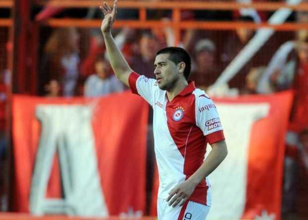Con un gol y una asistenca de Juan Román Riquelme, Argentinos golea en el debut de Gorosito