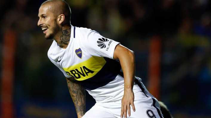 Darío Benedetto desafía a los grandes goleadores históricos de Boca