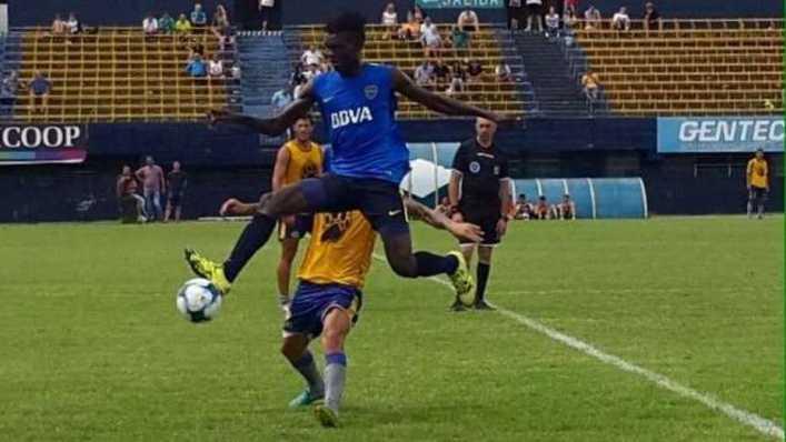 El camerunés que llama la atención en las inferiores de Boca