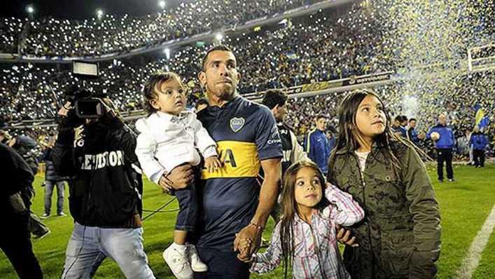 El día que Carlos Tevez llenó La Bombonera solo