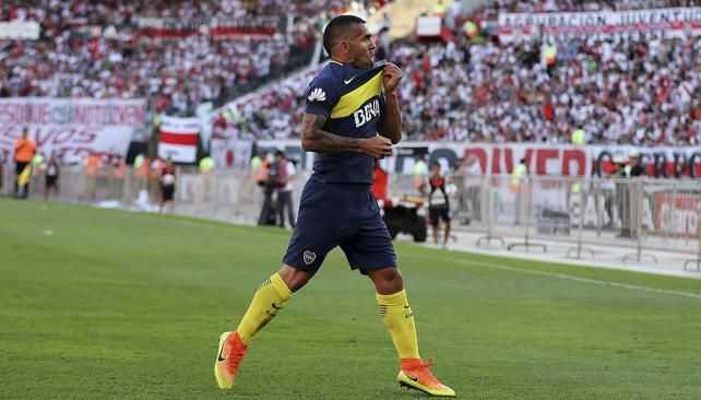 El hincha le pide a Tevez que se retire en Boca