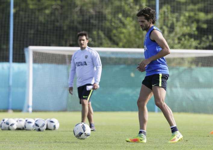 El Mellizo reveló en qué posición jugará Gago ante Arsenal
