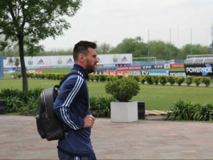 El plantel argentino dejó Ezeiza y parte a Ecuador