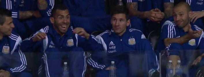 La emoción de Tevez al ganar pollo gratis en un partido de NBA