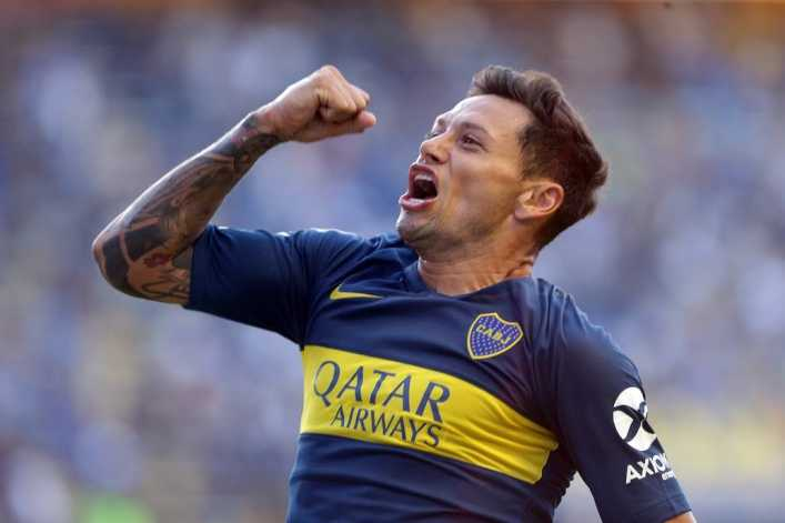 Final feliz: Mauro Zárate sigue en Boca...