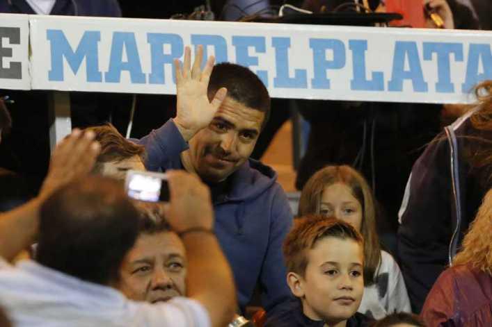 Riquelme fue a la cancha y se llevó una gran ovación en la victoria de Boca Juniors