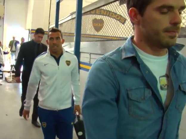 VIDEO: La gastada de Tevez a Gago en la previa del partido