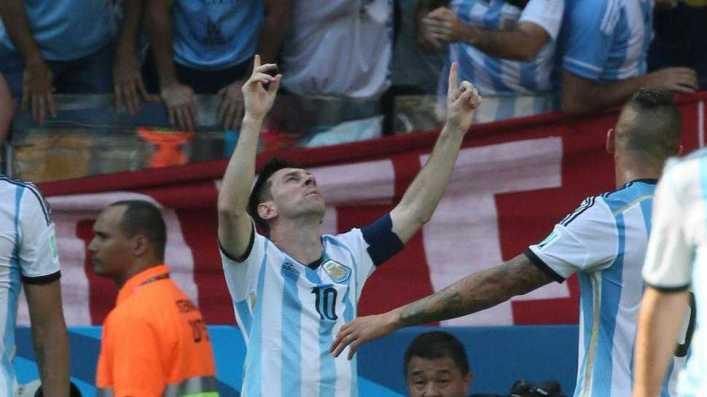 Solo un golazo de Messi salvó la ropa de una pobre Argentina