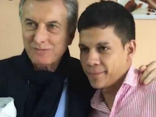 Incómoda foto: un joven le hizo a Macri la gran Barros Schelotto