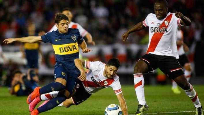 VIDEO: El insólito penal que hizo Carlos Tevez, que después Leonardo Pisculichi cambió por gol