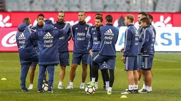 Jorge Sampaoli tiene el equipo para el debut