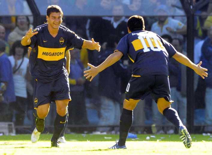 Riquelme juega con Battaglia