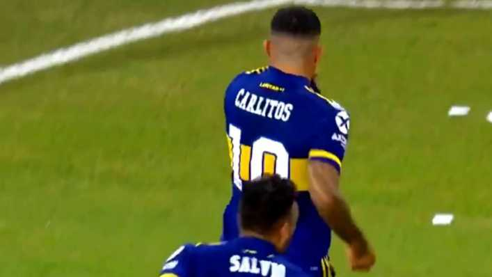 ¡La bomba de Carlitos! La clavó en el ángulo para el 1-0