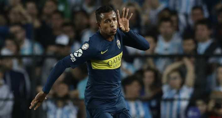 La peinada de Sebastián Villa a un hincha de Boca Juniors
