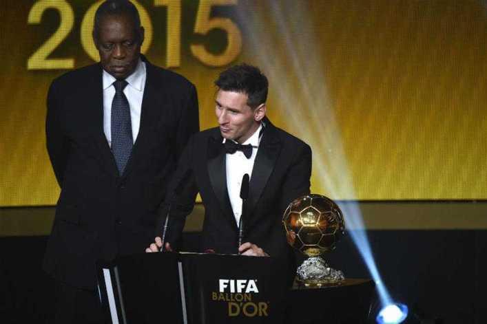 VIDEO: Lionel Messi ganó su quinto trofeo y destronó a Cristiano Ronaldo