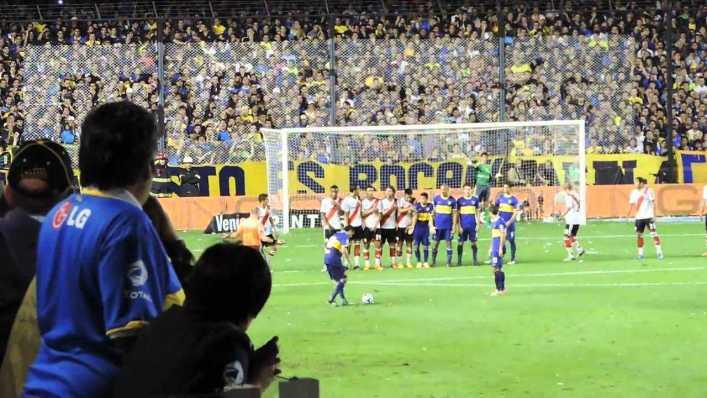 VIDEO: Los 10 mejores goles de tiro libre de Riquelme