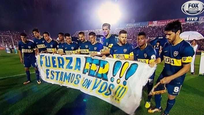 Los jugadores de Boca y una dedicatoria muy especial antes de jugar