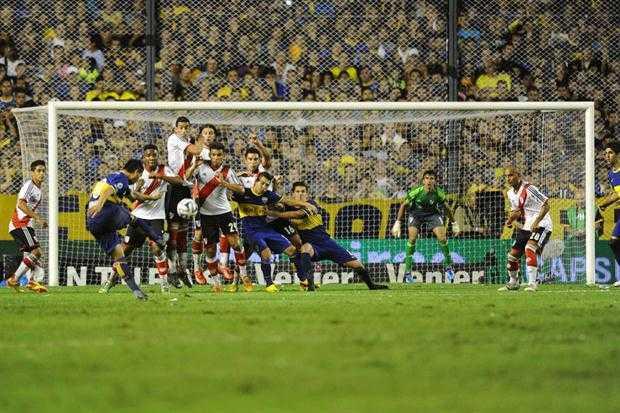 VIDEO: Los mejores goles de tiro libre de Riquelme