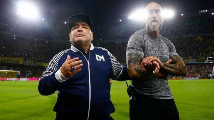 Maradona no dudó y posó con una camiseta de Boca