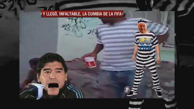 Maradona, junto a Riquelme, Messi y Tevez, le canta una cumbia a 'Blatter y su bandita'