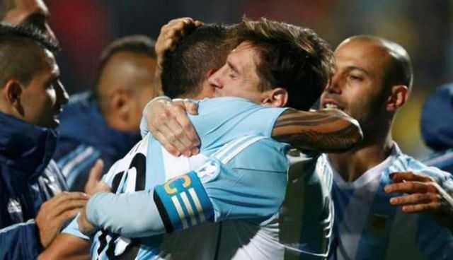 Messi explicó el porqué del emotivo abrazo con Carlos Tévez