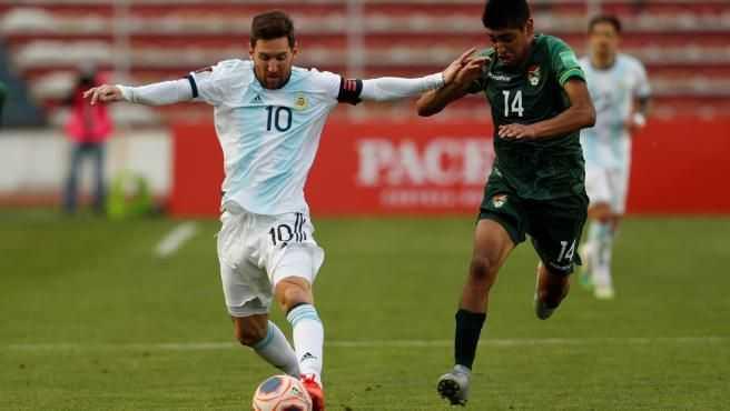 Messi la lía, para bien y para mal, en el Bolivia - Argentina