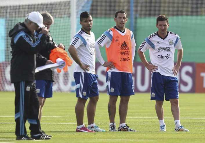Messi pide y Sabella atiende: Argentina ensaya con tres delanteros