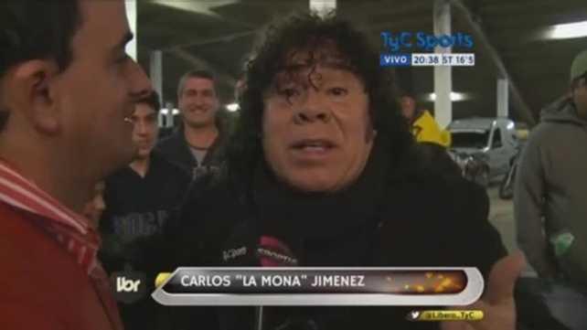 """VIDEO: """"La Mona"""" Jiménez suspendió un show para ir a ver a Tevez al Kempes y relató un gol"""
