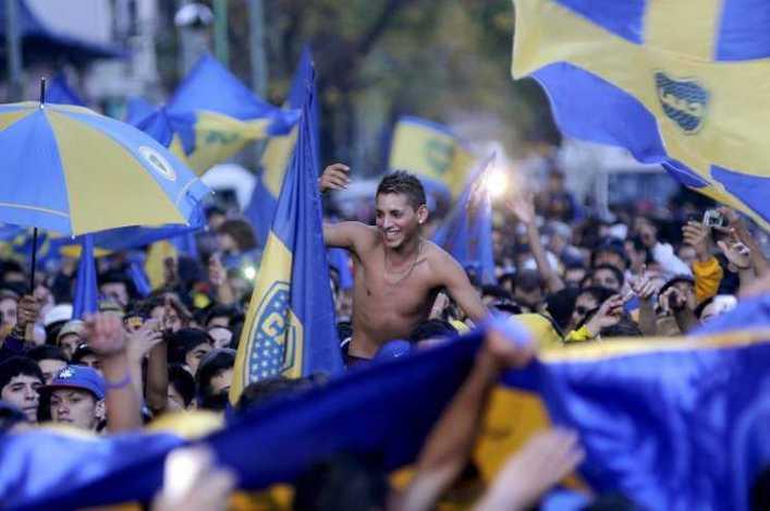 Multitudinario banderazo en apoyo a Riquelme