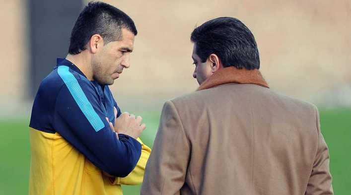 """Angelici: """"A Riquelme no le renovaré por cuatro años"""""""