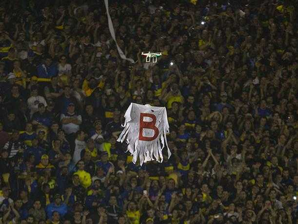 Nueva cargada de Boca a River: El fantasma de la B, modernizado con un drone