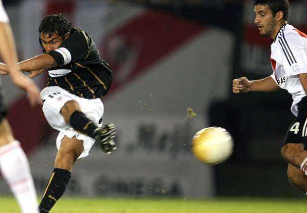 El partido en el que Tevez se desesperó por hacerle un gol a River