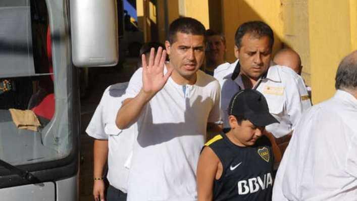 Riquelme pasó por la concentración de Boca y le dijo a Osvaldo que iba a hacer un gol